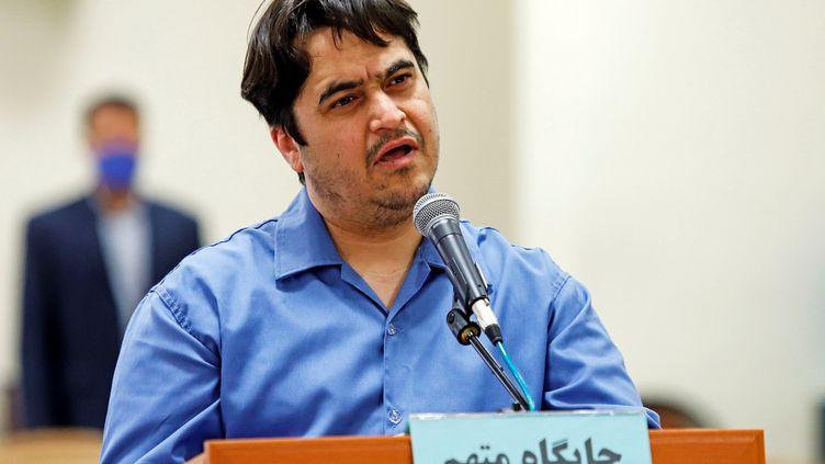 Le journaliste iranien Rouhollah Zam, lors de son procès à Téhéran, le 2 juin 2020. (WANA NEWS AGENCY / REUTERS)