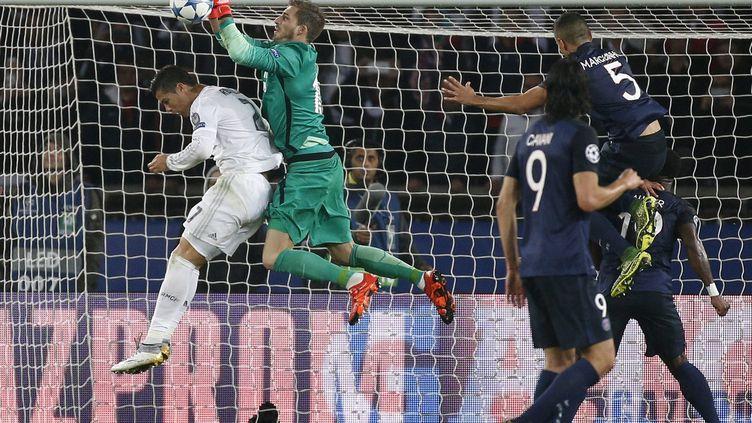 Kevin Trapp prend le meilleur sur Cristiano Ronaldo (YOAN VALAT / EPA)