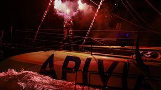 Le skippeur Charlie Dalin célèbre son arrivée aux Sables d'Olonne (Vendée), à l'issue du Vendée Globe, le 27 janvier 2021. (PIERRE BOURAS / PIERRE BOURAS / AFP)