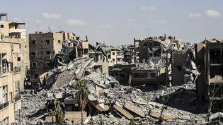 Les ruines de la ville de Raqqa, en Syrie, le 1er octobre 2017. (BULENT KILIC / AFP)
