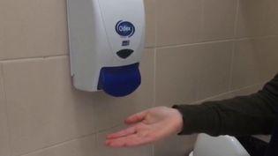 En pleine crise sanitaire de Covid-19, il est parfois difficile, voire impossible pour les élèves, de trouver du savon dans certains établissements, comme à Carcassonne (Aude). (France 3)