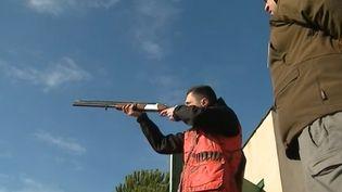 Un élève del'institut agricole Saint-Joseph, à Limoux (Aude), prépare l'option chasse pour le baccalauréat. (FRANCE 3)