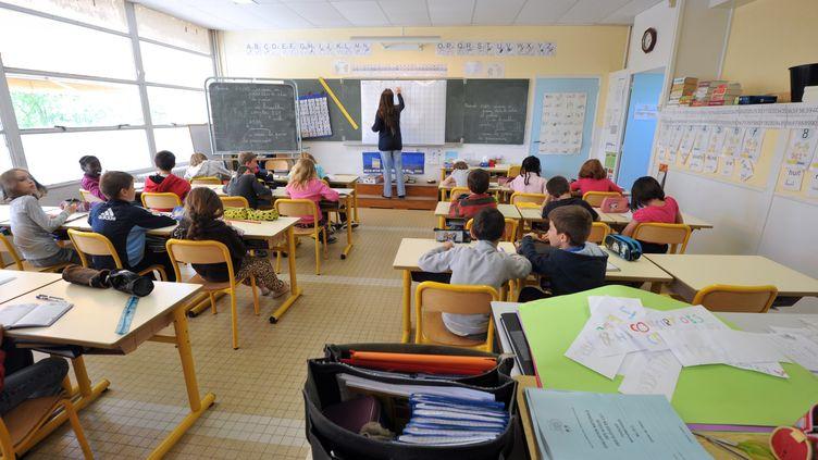 Le ministre de l'Education nationale, Vincent Peillon, a dévoilé le 20 juin 2012 la répartition des 1 000 postes d'enseignants créés dans le primaire à la rentrée. (FRANK PERRY / AFP)