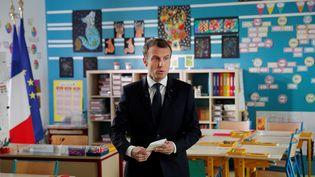 Emmanuel Macron lors d'une interview télévisée sur TF1 dans l'école primaire de Berd'huis (Orne), le 12 avril 2018. (YOAN VALAT / REUTERS)