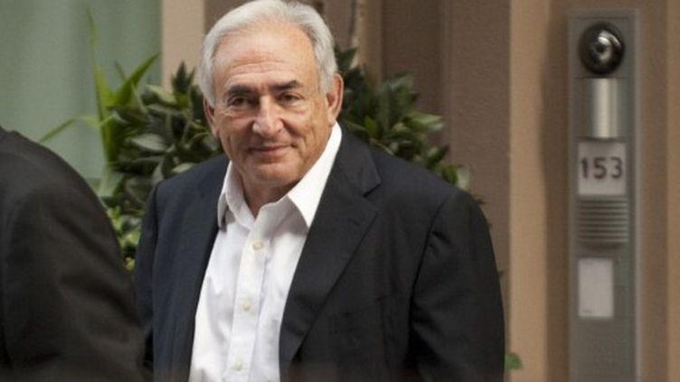 Dominique Strauss-Kahn retrouve le sourire. Ici le 1er juillet, au lendemain de sa libération. (AFP - Don Emmert)