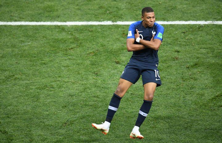 Kylian Mbappé célèbre son but en finale de la Coupe du monde, dimanche 15 juillet à Moscou (Russie). (ALEXANDER VILF / SPUTNIK)