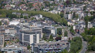 Une vue aérienne du CHU de Rouen (Seine-Maritime), le 15 juillet 2017. (GILLES TARGA/ AFP)