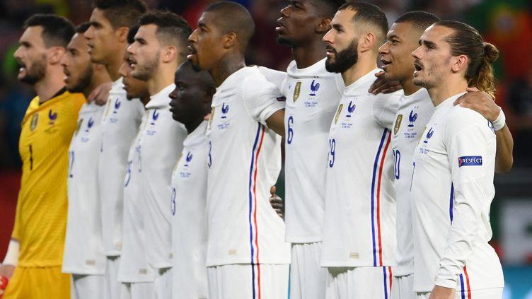 L'équipe de France avant de jouer le Portugal pendant l'Euro 2021. (FRANCK FIFE / AFP)