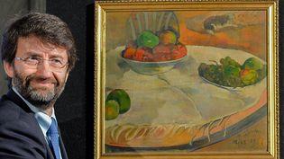 """Le ministre de la Culture italien Dario Franceschini dévoile un Gauguin (""""Fruits sur une table ou nature aux petits chiens"""") volé en 1970 à Londres et retrouvé en Sicile  (Andreas Solaro / AFP)"""