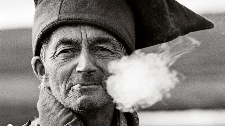 L'éleveur de rennes David Sara porte le chapeau traditionnel des « quatre vents » de la ville de Karasjok, 1994 (FRED IVAR UTSI KLEMETSEN)