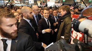 Emmanuel Macron au Salon de l'agriculture à Paris, le 24 février 2018. (LUDOVIC MARIN / AFP)