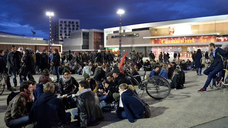 (Nuit Debout sur l'esplanade De gaulle à Rennes © MaxPPP)