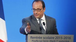 Le chef de l'Etat, François Hollande, lors d'un discours sur la rentrée scolaire, le 1er septembre 2015 à Pouilly-sur-Serre (Aisne). (JACKY NAEGELEN / AFP)
