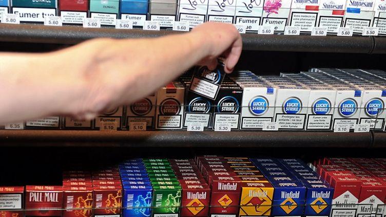 Dans un bureau de tabac, à Lille, le 4 octobre 2010. (PHILIPPE HUGUEN / AFP)