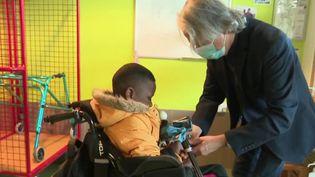 À Vaucresson (Hauts-de-Seine), une structure adaptée aux enfants handicapés à pu les accueillir à nouveau. (FRANCE 3)