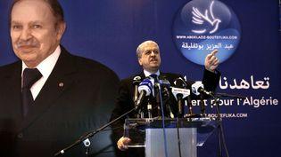 Le directeur de campagne d'Abdelaziz Bouteflika, Abdelmalek Sellal, s'exprime lors d'un meeting àBordj Bou Arreridj (Algérie), le 25 mars 2014. (RAMZI BOUDINA / AFP)