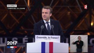 Emmanuel Macron s'exprime devant ses partisans dans la cour du Louvre, à Paris, le 7 mai 2017. (FRANCE 2)