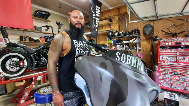 Elijah Garitano, ancien marine en Afghanistan, est aujourd'hui président d'un club de motards-vétérans, septembre 2021. (BENJAMIN ILLY / RADIO FRANCE)
