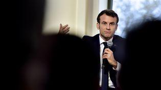 Emmanuel Macron à Pau (Pyrénées-Atlantiques), le 14 janvier 2020. (GEORGES GOBET / AFP)