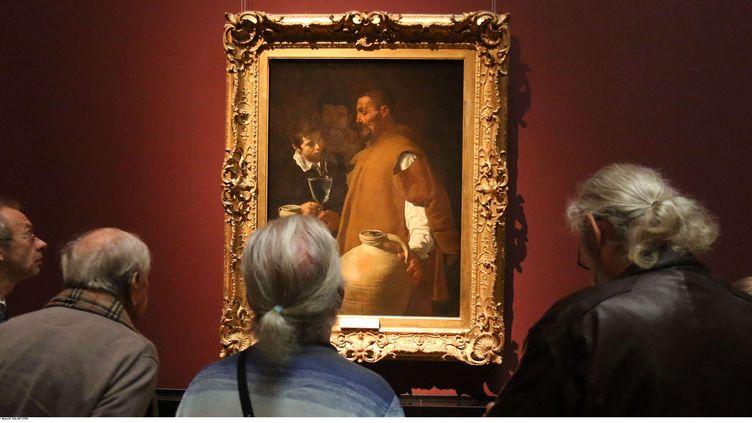 """""""Le Porteur d'eau de Séville"""", de Velázquez, exposé au Musée des Beaux-Arts de Vienne (Autriche), le 27 octobre 2014. (RONALD ZAK / AP / SIPA)"""