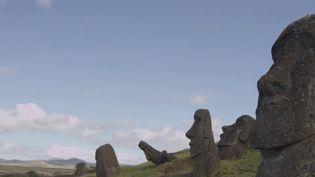 La rédactiondu13 Heures vous emmène pour une destination exceptionnelle :l'île de Pâques.Perdue dans le Pacifique et rattachée au Chili, l'île est entre autres connue pour ses fameuses statues, les Moai. (France 2)