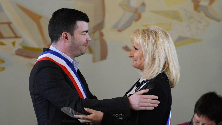 Le maire d'Hayange (Moselle), Fabien Engelmann, et sa première adjointe, Marie Da Silva, le 6 avril 2014. (JEAN-CHRISTOPHE VERHAEGEN / AFP)