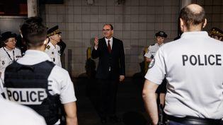 Le Premier ministre, Jean Castex, lors d'une visite dans un commissariat de La Courneuve (Seine-Saint-Denis), le 5 juillet 2020. (THOMAS COEX / AFP)