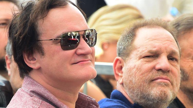 Le réalisateur Quentin Tarantino et le producteur Harvey Weinstein, le 26 février 2016 à Hollywood, à l'occasion de l'inauguration de l'étoile du compositeur Ennio Morricone sur le Walk of Fame. (FREDERIC J. BROWN / AFP)