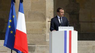 Le président de la République prononce son discours lors de la cérémonie d'hommages à Simone Veil. (MICHEL EULER / AFP)
