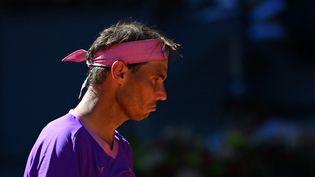 Rafael Nadal durant le quart de final contre Alexander Zverev au tournoi de Madrid, le 7 mai 2021. (GABRIEL BOUYS / AFP)