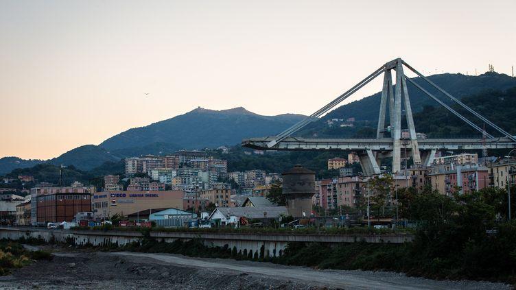 Le viaduc écroulé de Morandi, à Gênes (Italie), le 9 septembre 2018. (MANUEL ROMANO / NURPHOTO / AFP)