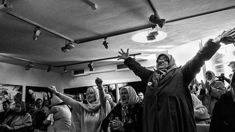 En 2017, veuves de Srebrenica célèbrent la condamnation du général serbe de Bosnie Ratko Mladić pour son rôle dans le génocide de 1995 à Srebrenica.  (© Ron Haviv)