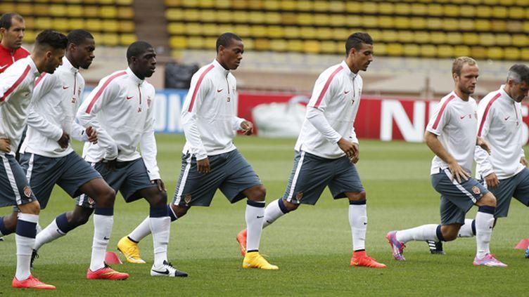 Les Monégasques s'entraînent sous les yeux de leur coach Leonardo Jardim (VALERY HACHE / AFP)