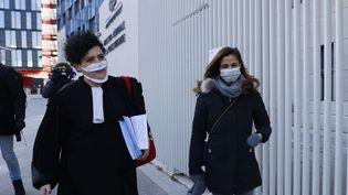 Coline Berry-Rojtman avec son avocate à Paris, le 11 février 2021. (THOMAS SAMSON / AFP)