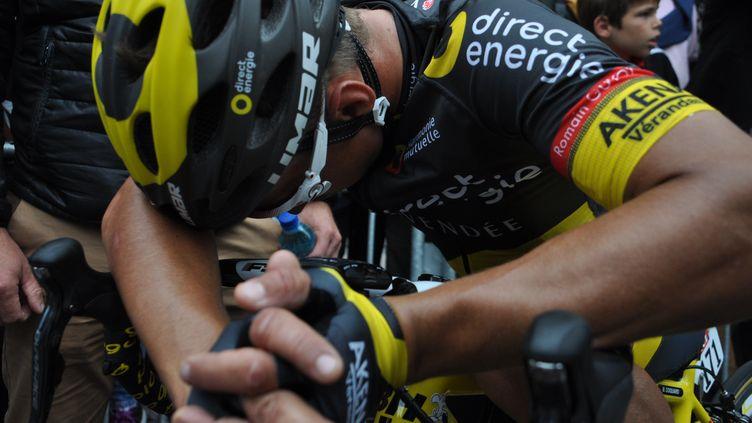 Bryan Coquard après l'arrivée, avec le nouveau maillot de Direct Energie, où l'on peut voir le nom de Romain Guyot.