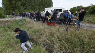 Depuis l'incendie du camp de la Linière, de nombreux migrants errent dans un bois de la commune de Grande-Synthe (Pas-de-Calais). (MAXPPP)