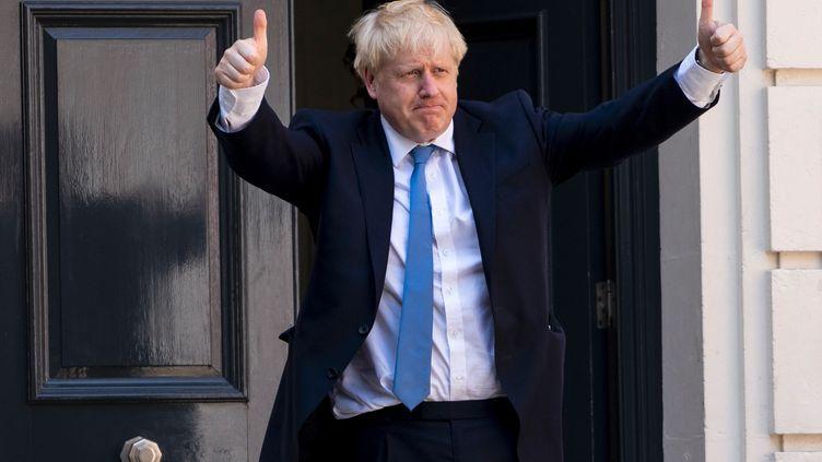 Boris Johnson, le 23 juillet 2019 devant le siège dudu parti conservateur, à Londres. (NIKLAS HALLE'N / AFP)