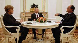 La chancelière allemande Angela Merkel, le président russe Vladimir Poutine et le président de la République François Hollande, le 6 février 2015 à Moscou (Russie). (MAXIM ZMEYEV / AP / SIPA)