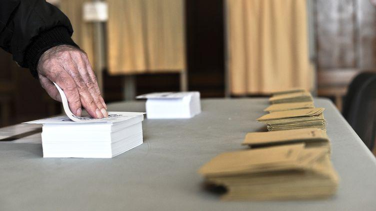 Selon un sondage Ifop diffusé le 14 février 2012, 62% des électeurs interrogés disent avoir choisi leur candidat. (JEFF PACHOUD / AFP)