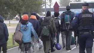 """Migrants : cinq ans après le démantèlement de la """"jungle"""", la situation reste compliquée à Calais. (FRANCEINFO)"""