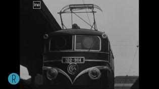 Dans les années 1950, les premières lignes ferroviaires électriques voient le jour en France. (INA)