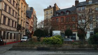 La ville de Rouen, où un jeune couple a été retrouvé mort dans un appartement, le 20 décembre 2015. (RICHARD PLUMET / FRANCE 3)