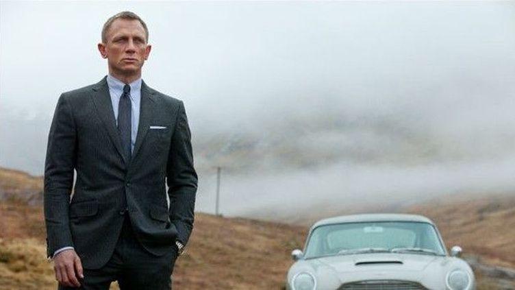 """Daniel Craig et la mythique Aston Martin DB5 dans """"Skyfall"""" de Sam Mendès  (Sony Pictures )"""