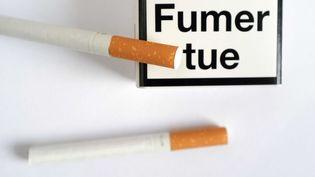 Jusqu'à présent, la cigarette est jugée potentiellement responsablede 21 maladies, dont douze types de cancer. (LODI FRANCK / SIPA)