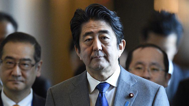 """(Le Premier ministre japonais, Shinzo Abe, a réaffirmé qu'il ne """"cèderait pas au terrorisme"""" © Maxppp)"""