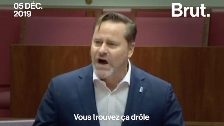"""VIDEO. """"Vous trouvez ça drôle que les océans meurent ?"""" : la colère d'un sénateur australien (BRUT)"""