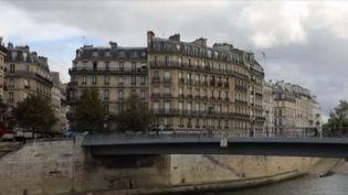 Nous étions 66 524 339 habitants en France en 2017, ce qui témoigne d'une croissance de la population de 292 400 habitants par an sur la dernière décennie. Ce sont les derniers chiffres de l'Insee : le nombre d'habitants augmente autour des grandes villes les plus attractives et diminue dans les territoires reculés. (France 3)
