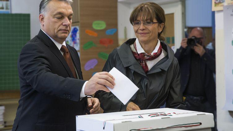 Le premier ministre hongrois Viktor Orban vote au référendum contreles quotas de migrants imposés par l'Union européenne, le 2 octobre 2016. (ARPAD KURUCZ / ANADOLU AGENCY)
