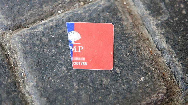 Jean-Michel Fetsch a symboliquement déchiré sa carte d'adhérent UMP après les affaires à répétition frappant son parti (photo d'illustration). ( AFP)