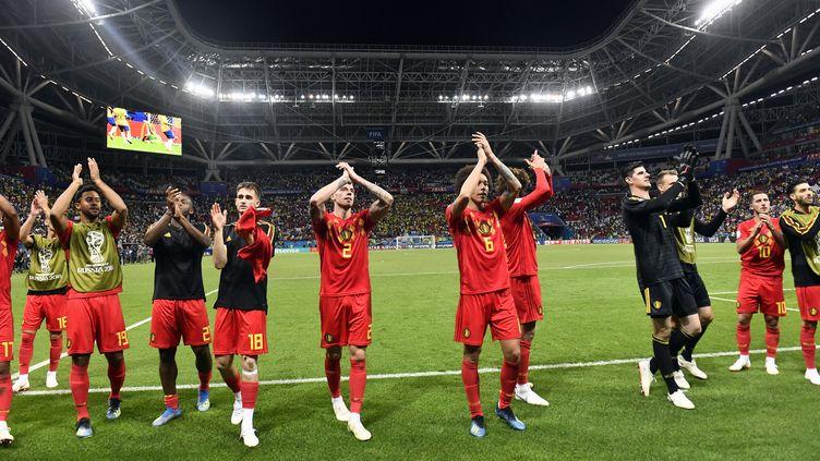 Les joueurs belges, après leur victoire contre le Brésil, vendredi 6 juillet 2018, à Kazan, en Russie. (DIRK WAEM / BELGA MAG / AFP)